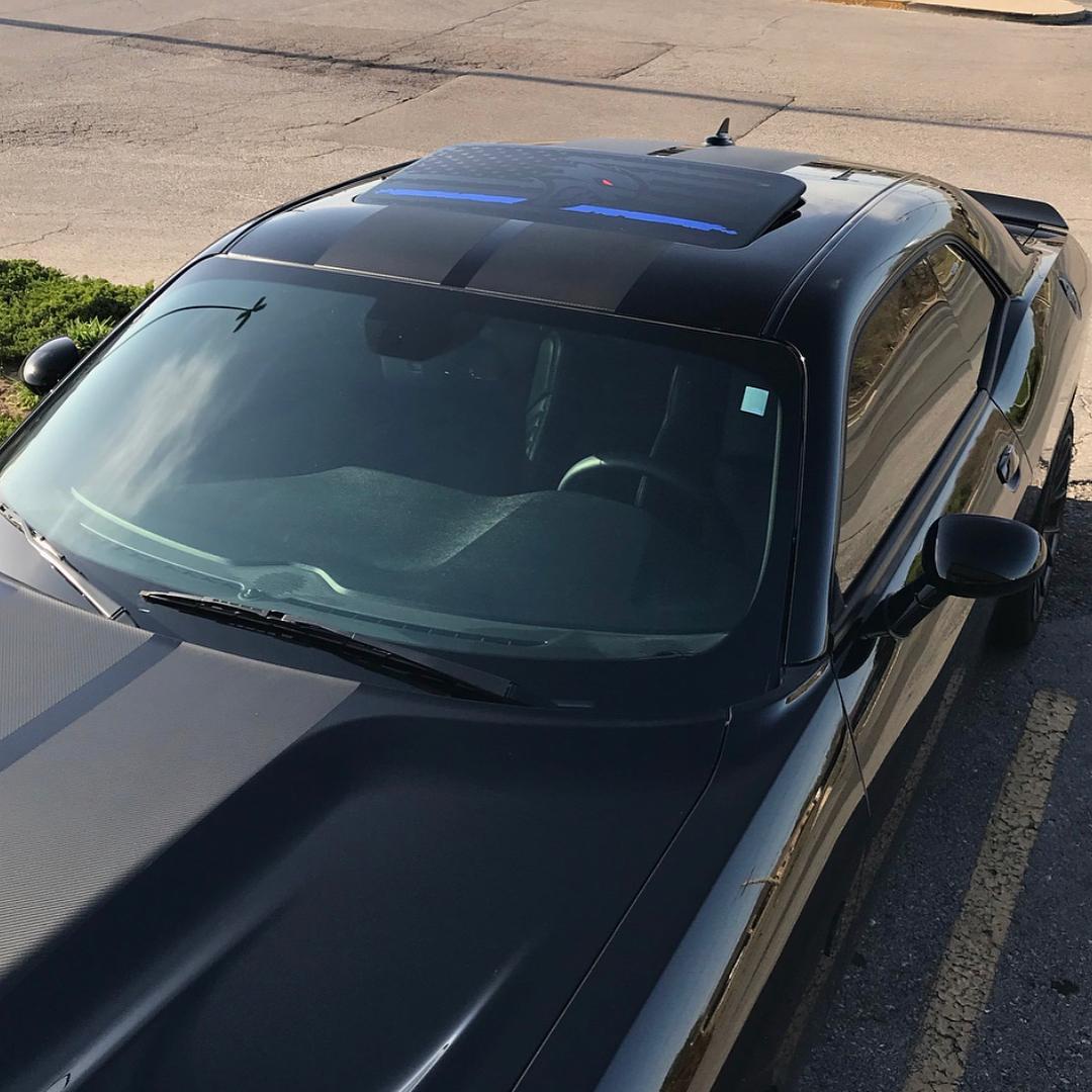 2 Dodge Challenger Fenster Schiebedach US-Flagge Hellcat blaue Linie Vinyl Windschutzscheibe Aufkleber Grafik Aufkleber