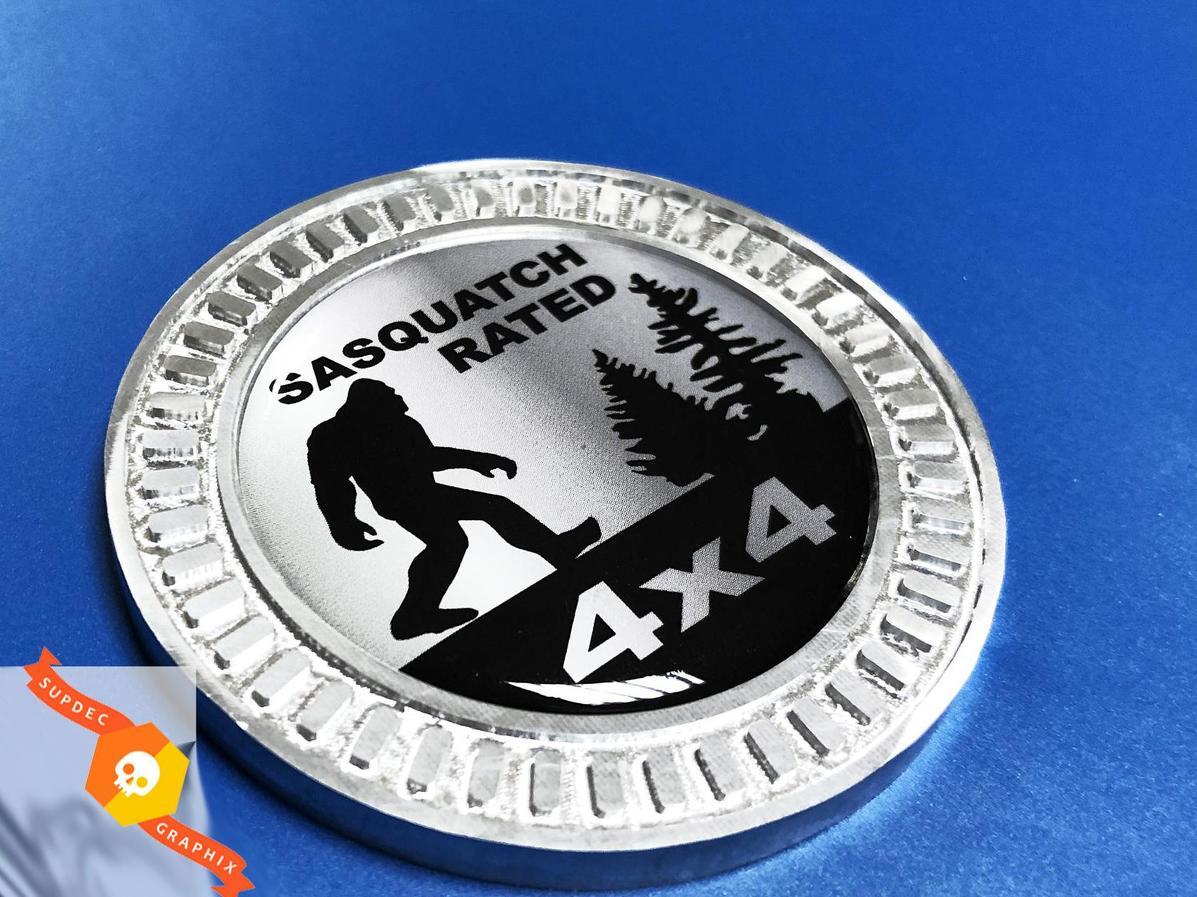3D-Abzeichen Sasquatch bewertet 4x4 Metall Aluminium Bett Seitenemblem für Jeep Wrangler JL JK YJ TJ