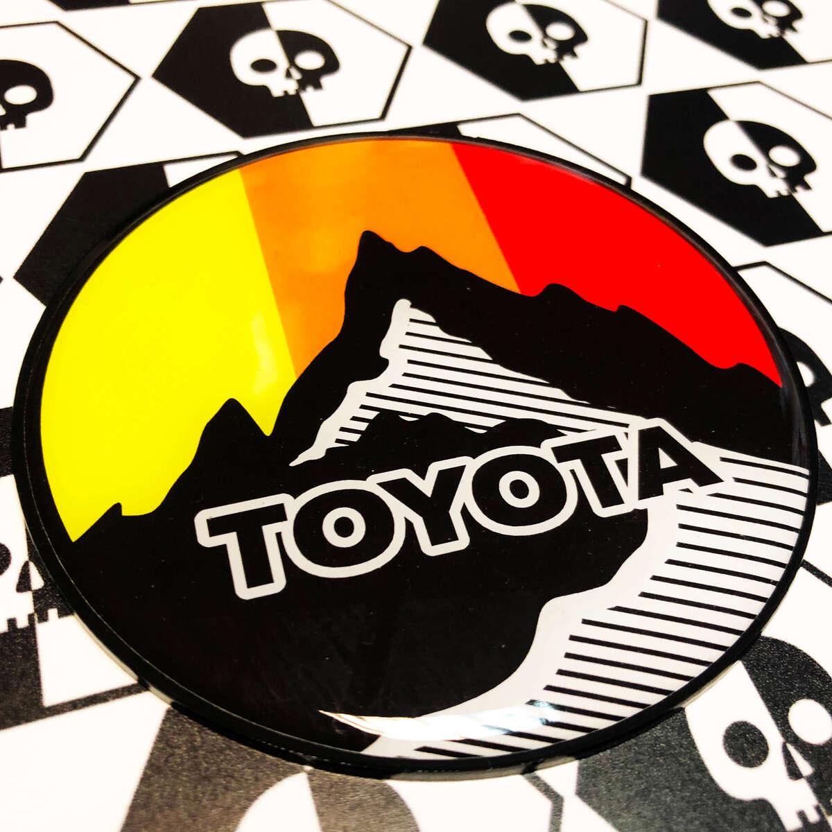 Neue Toyota Sun Mountains Vintage Farben Abzeichen Emblem Kuppel Aufkleber mit High Impact Polystyrol